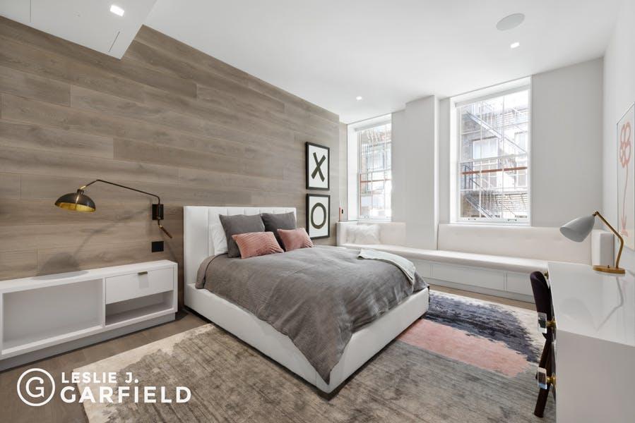 1 Bond Street - 370e3a5f-84ef-47e5-a558-fb831d65564e - New York City Townhouse Real Estate