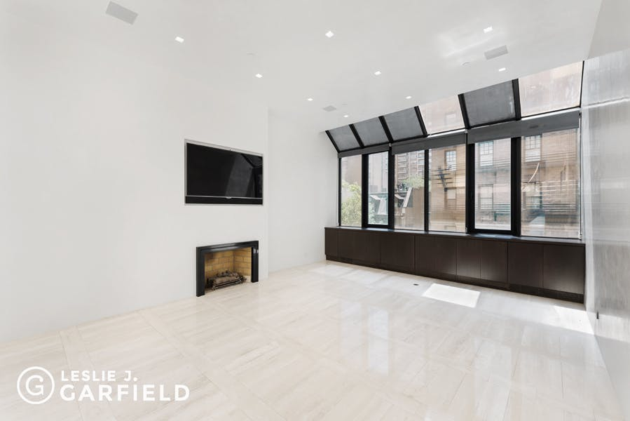 107 East 61st Street - 43a88703-21d9-4d31-8b43-5bc860f07760 - New York City Townhouse Real Estate