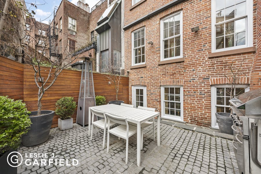 111 Bedford Street - 9beea2ab-055a-44a6-979c-c3bd95a8a0f0 - New York City Townhouse Real Estate