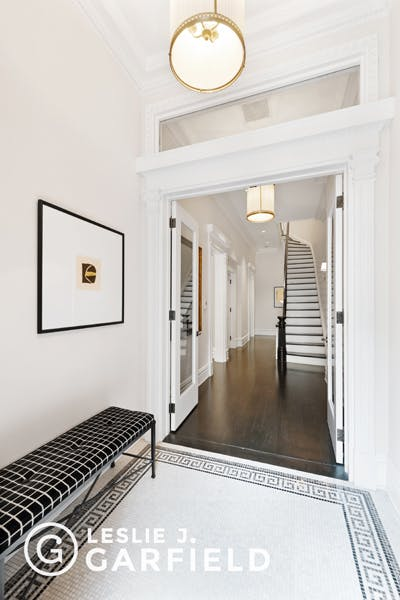 111 Waverly Place - 8c805fa1-d9e9-48a2-9a88-d2d7ad76de49 - New York City Townhouse Real Estate