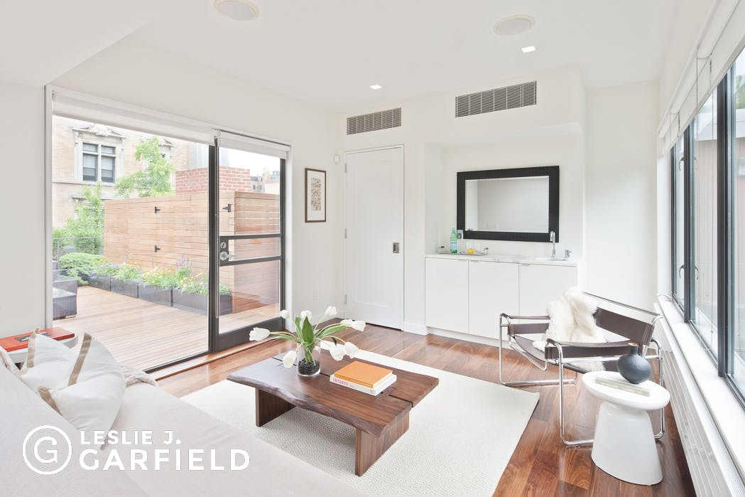 112 Washington Place - 8c805fa1-d9e9-48a2-9a88-d2d7ad76de49 - New York City Townhouse Real Estate