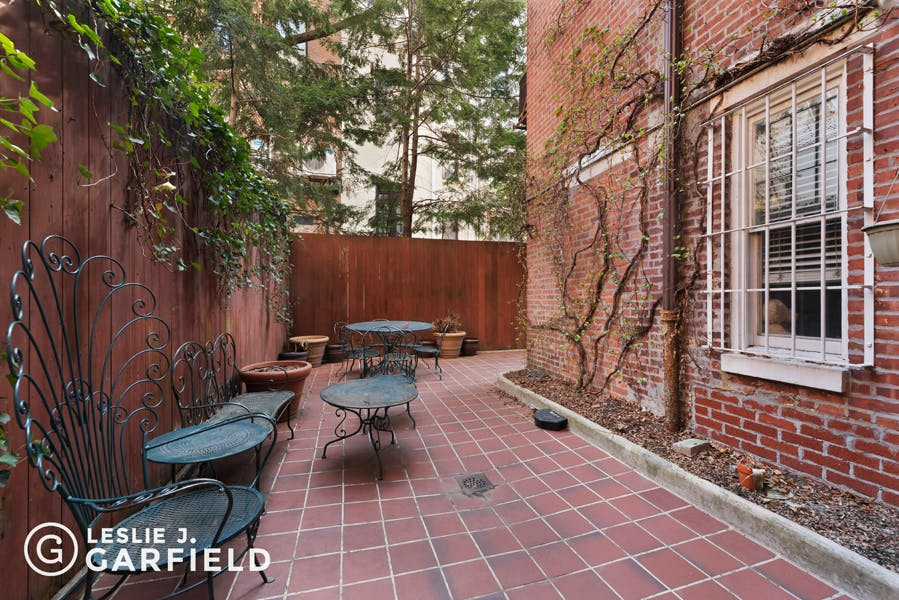 42 West 70th Street - bf2cf381-b64b-4c39-840b-dee8116d861a - New York City Townhouse Real Estate