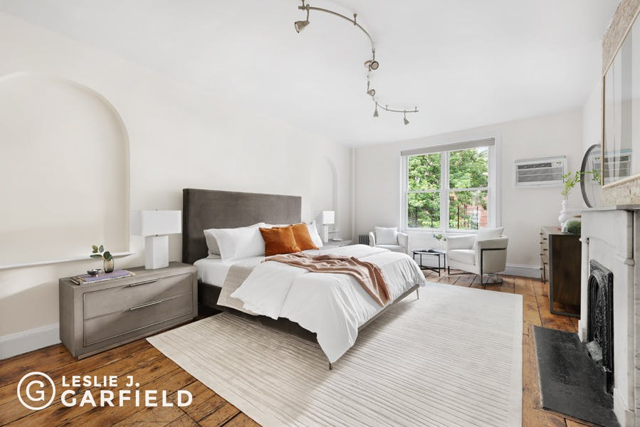 448 West 22nd Street - 0c8a6ea3-e502-49ae-bd13-c8fd249facb7 - New York City Townhouse Real Estate