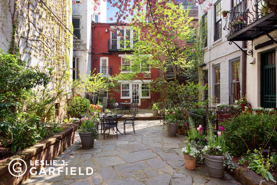 85 Perry Street - 9beea2ab-055a-44a6-979c-c3bd95a8a0f0 - New York City Townhouse Real Estate