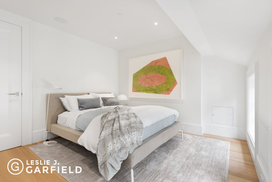 313 West 4th Street - 9beea2ab-055a-44a6-979c-c3bd95a8a0f0 - New York City Townhouse Real Estate
