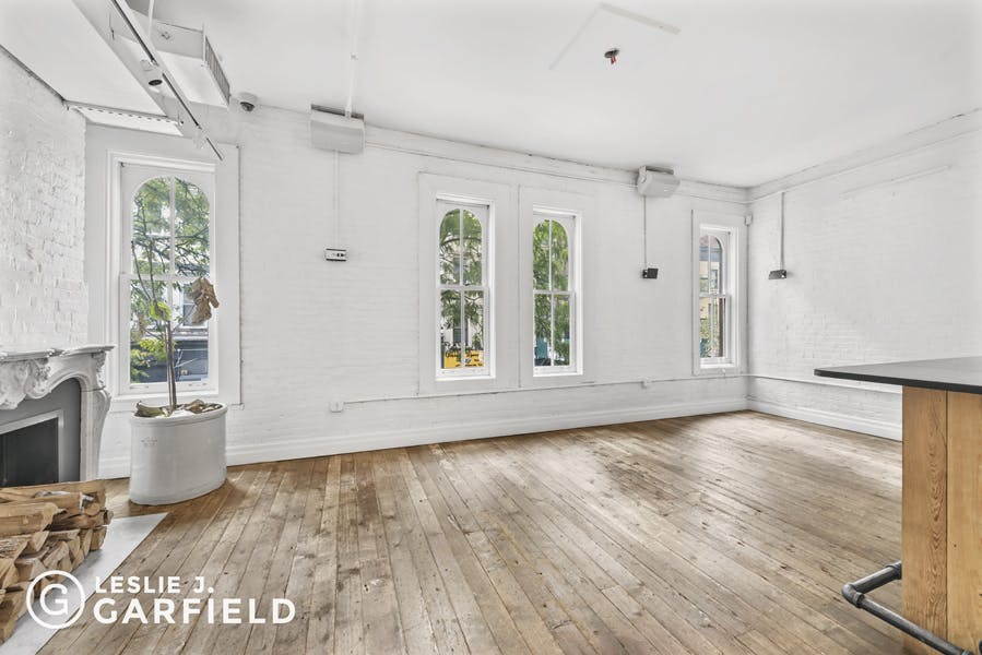 109 West 17th Street - 0c8a6ea3-e502-49ae-bd13-c8fd249facb7 - New York City Townhouse Real Estate