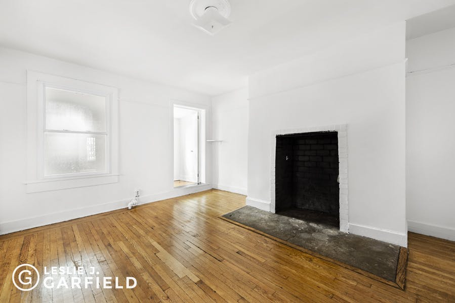 235 West 11th Street, Garden - 9beea2ab-055a-44a6-979c-c3bd95a8a0f0 - New York City Townhouse Real Estate