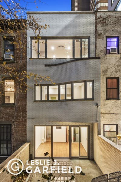 211 East 48th Street - 59391f5a-78e6-448c-9f1d-514ed2db95da - New York City Townhouse Real Estate