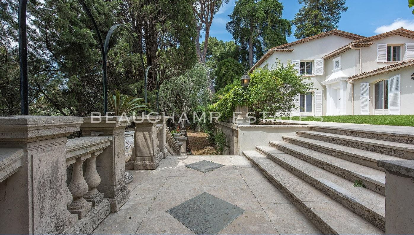 Wonderful Provencal-Modern Villa -  - New York City Townhouse Real Estate