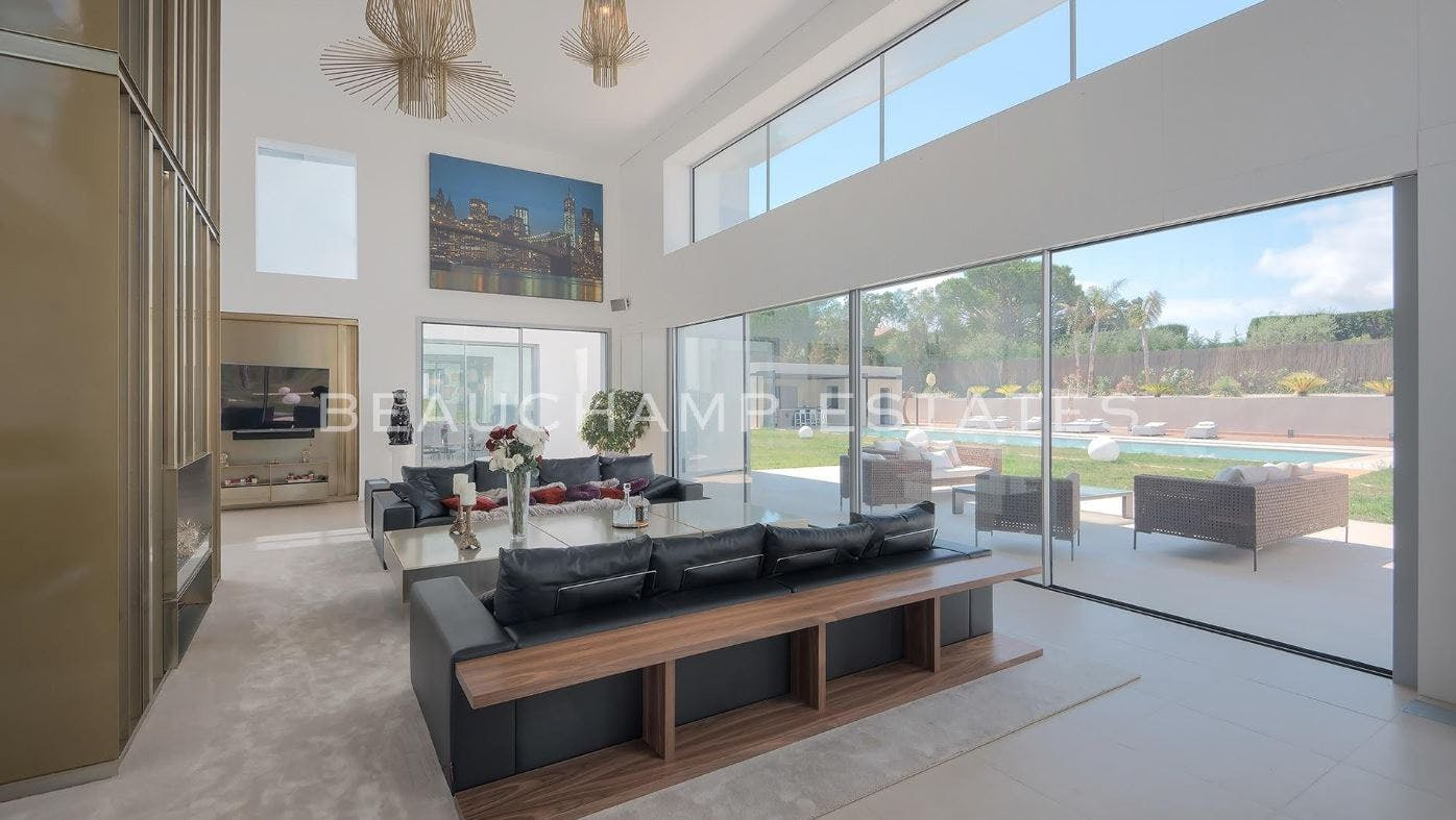 Modern villa -  - New York City Townhouse Real Estate