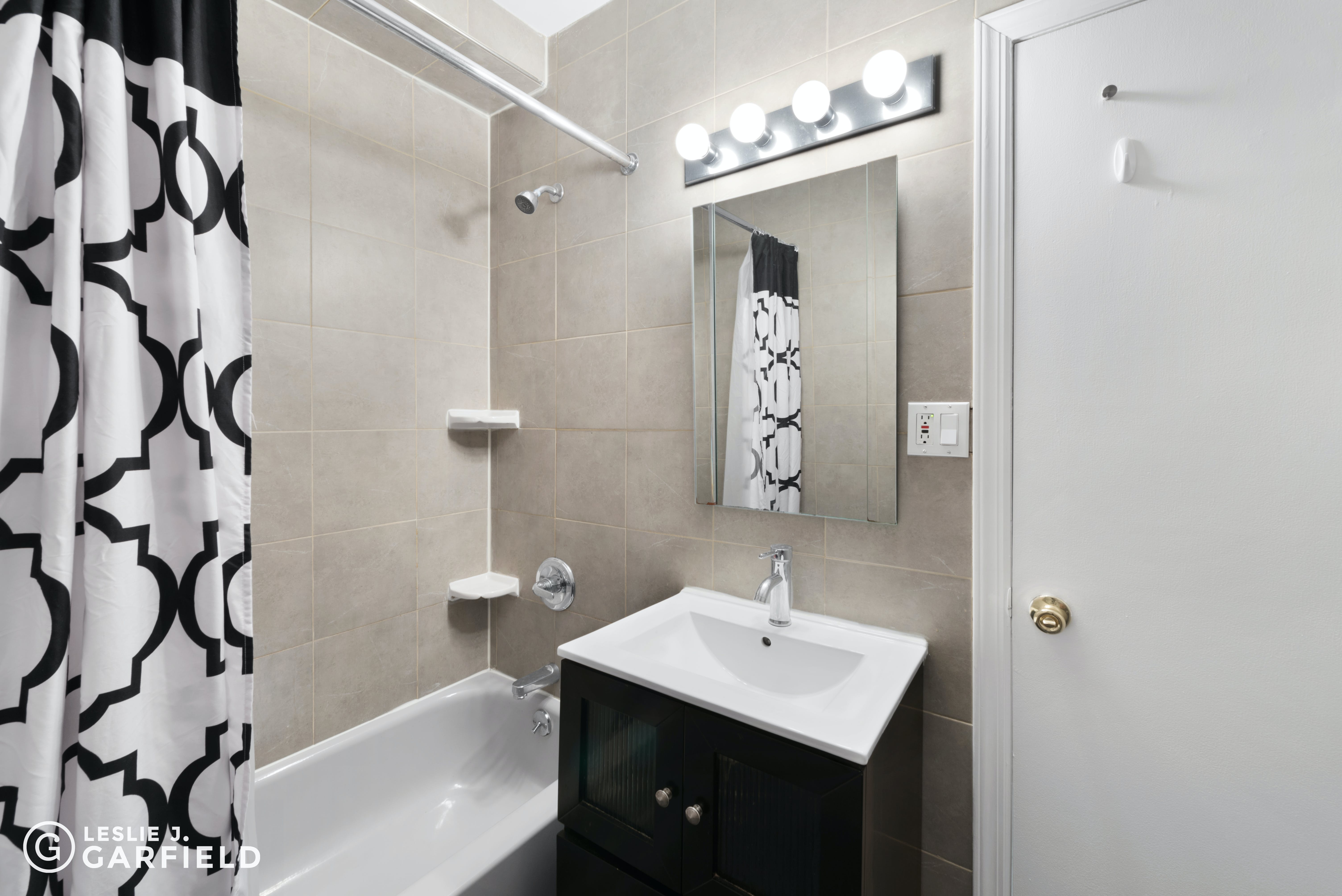 137 Thompson Street - 42930114-a27e-4e7a-b642-bfa3c4bc08dd - New York City Townhouse Real Estate